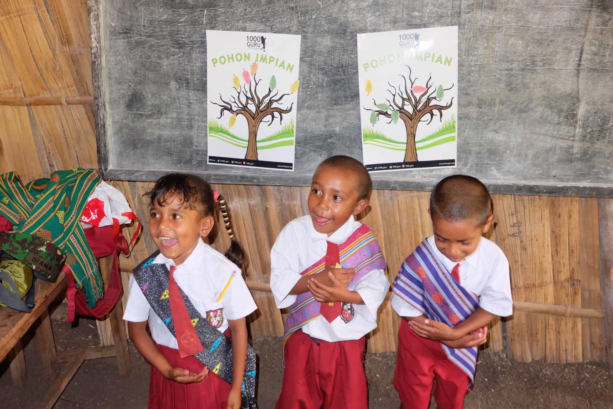 Anak-anak pedalaman Nusa Tenggara Timur yang selalu semangat menuntut ilmu walau kondisi sekolah dan kelas yang seadanya.